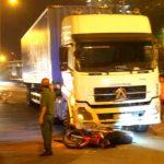 Xe đầu kéo cán chết nam thanh niên trong đêm ở Sài Gòn