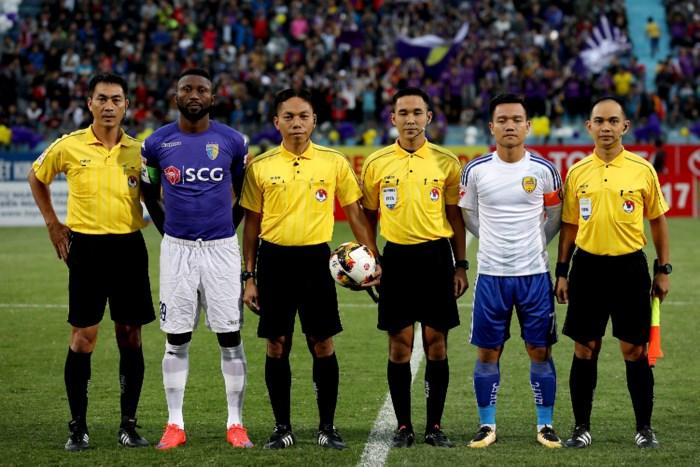 Bắt trọng tài trận Hà Nội - Quảng Nam ở Thái Lan