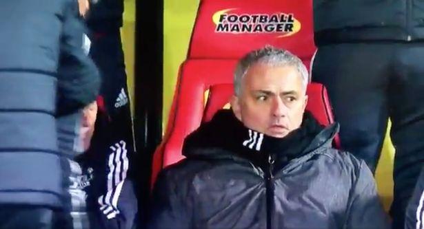 Mourinho kinh ngạc khi Young đá phạt
