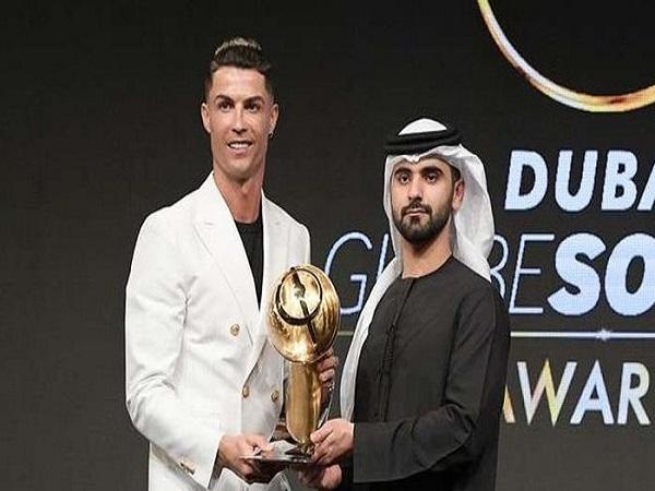 Ronaldo đoạt giải Cầu thủ hay nhất năm 2019 ở Dubai